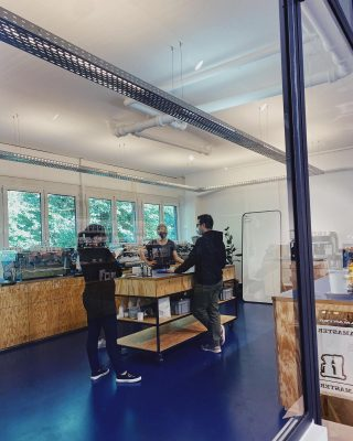 Flavio is training the team from @friskfisk.ch // so their customers get the best output. Do you also want to learn more about coffee? Book one of our barista courses :)