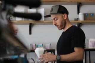 Enjoy this mans coffee skills @beanbankcoffee